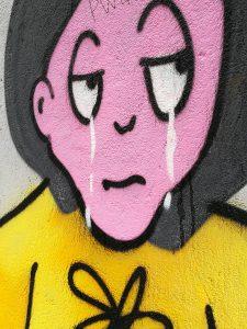 Kuvassa itkevä graffitihahmo