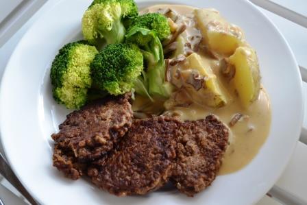 Herkkutattikastike keittyjen tuppipottujen, soijapihvien ja parsakaalin kanssa on kasvissyöjän juhlaruokaa!