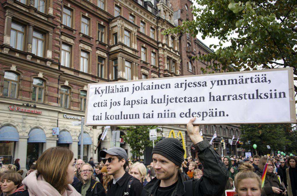 Alkutalvesta 2016 pääministeri Juha Sipilä sekoili sanoissaan, kun häneltä kysyttiin äärioikeistolaisten katupartioista. Nyt näyttää siltä, että Suomessa on muodostumassa historiallinen fasisminvastainen yhteisymmärrys.